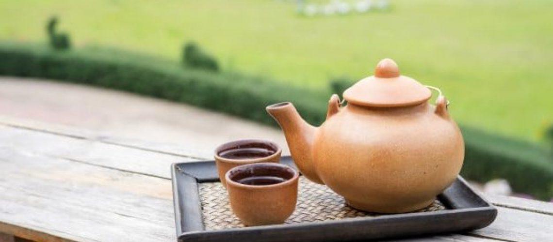 set de té en una terraza